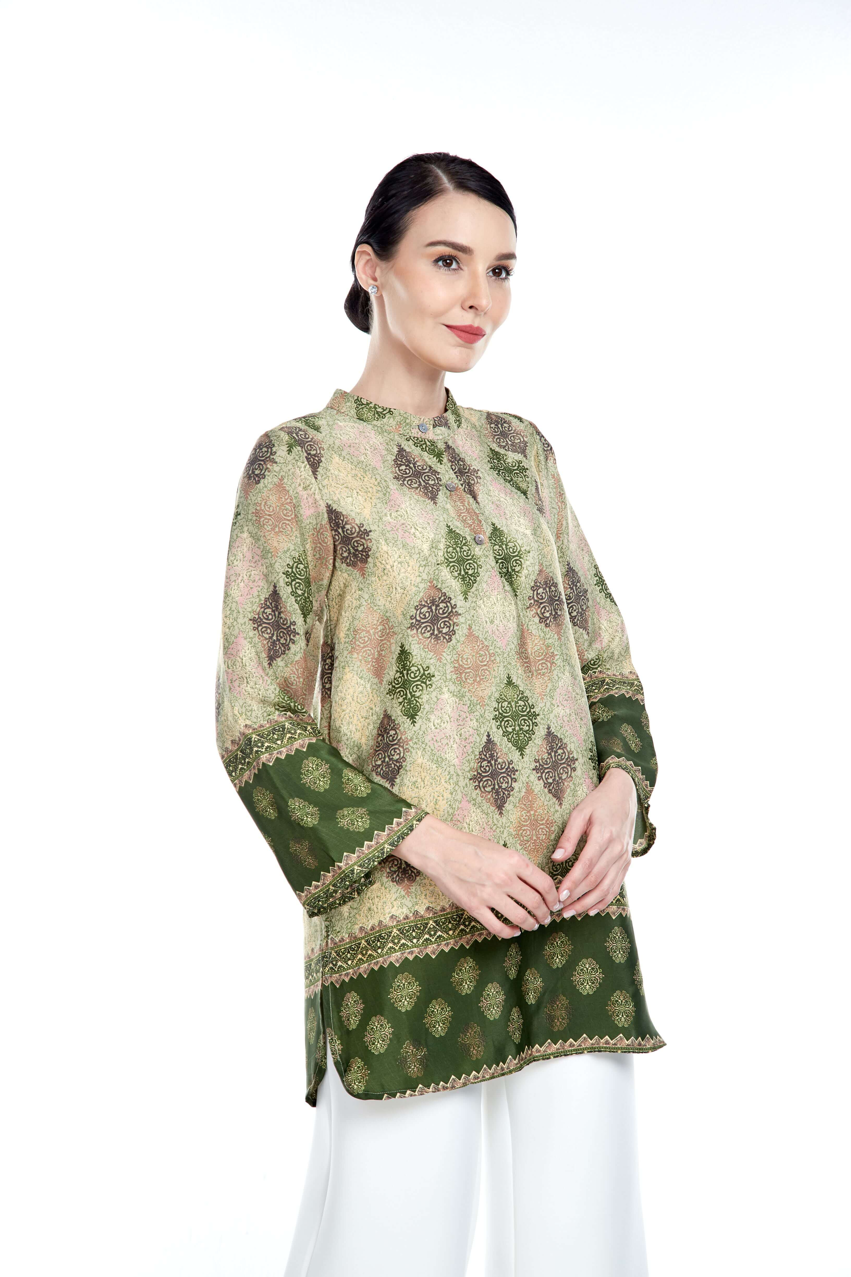 Green Border Stand Collar Blouse