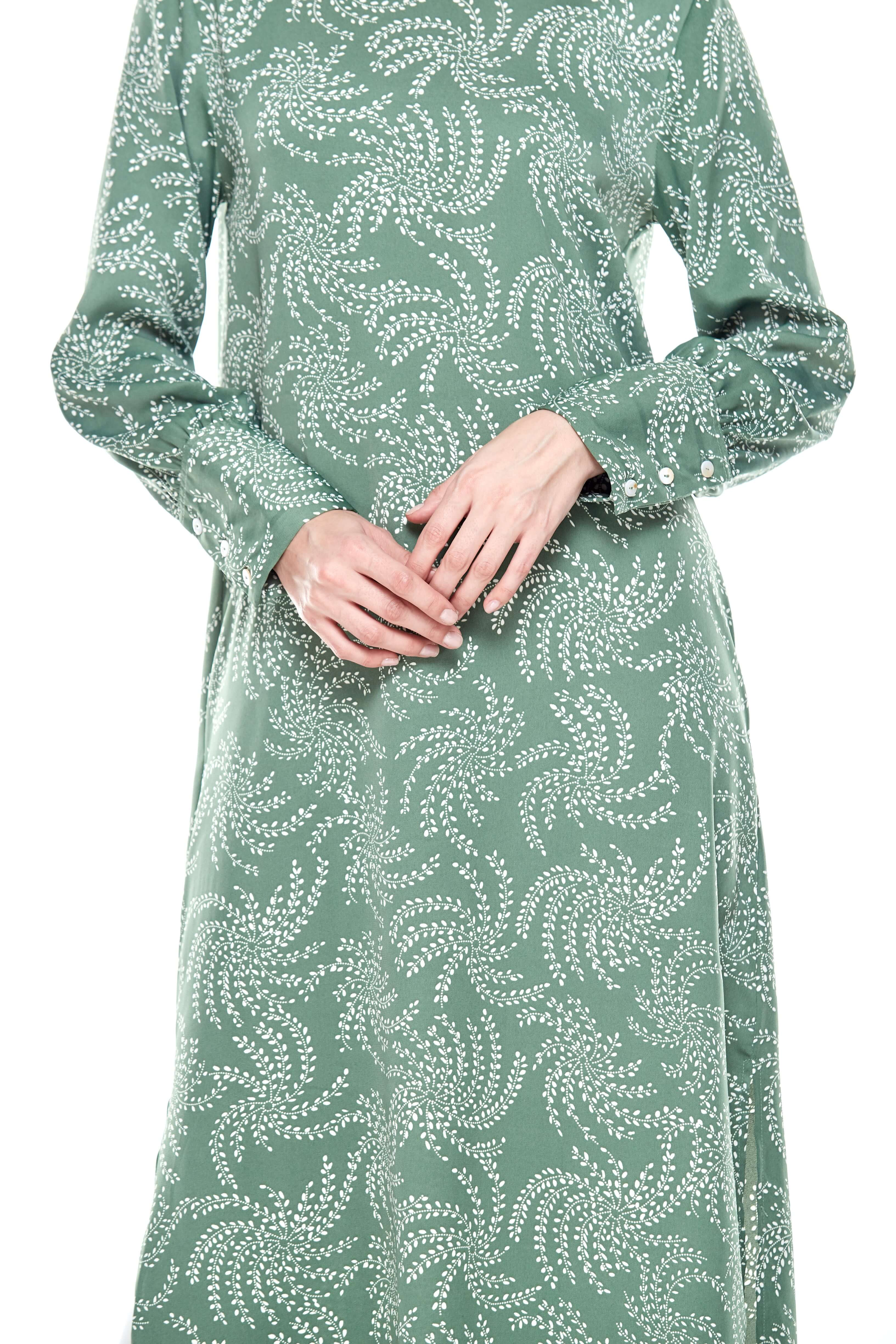 Green Printed Round Neck Dress With Slit (3)
